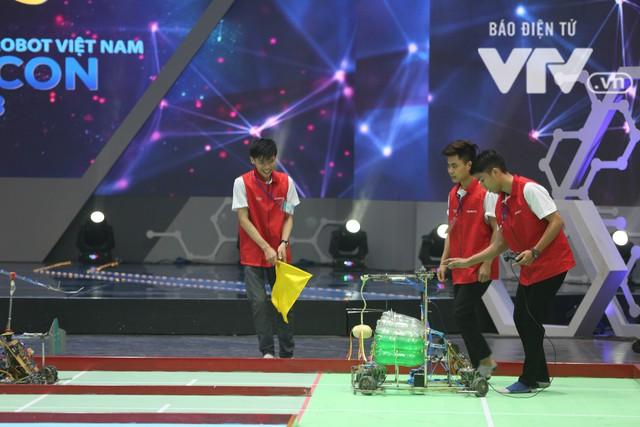 Robocon Việt Nam 2018: Nhiều kỷ lục được xác lập trong ngày thi đấu đầu tiên - Ảnh 8.