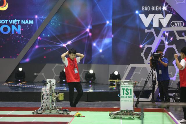 Robocon Việt Nam 2018: Nhiều kỷ lục được xác lập trong ngày thi đấu đầu tiên - Ảnh 9.