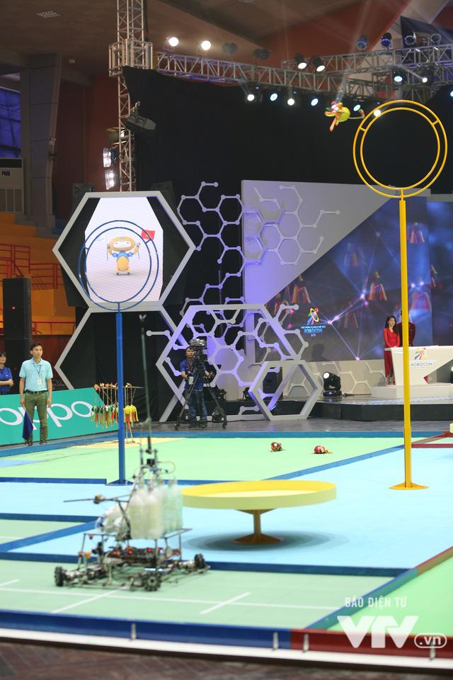 Robocon Việt Nam 2018: Nhiều kỷ lục được xác lập trong ngày thi đấu đầu tiên - Ảnh 12.