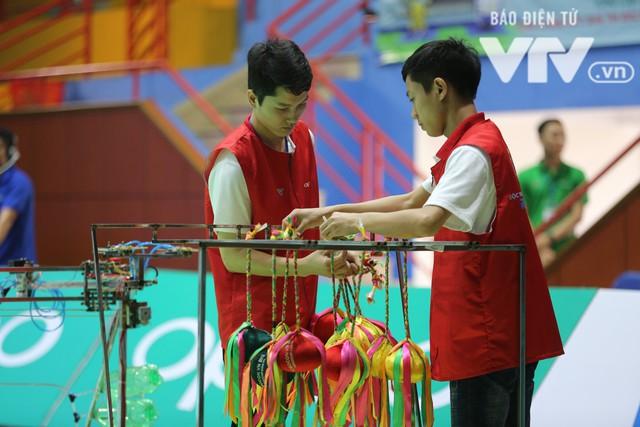 Robocon Việt Nam 2018: Nhiều kỷ lục được xác lập trong ngày thi đấu đầu tiên - Ảnh 16.