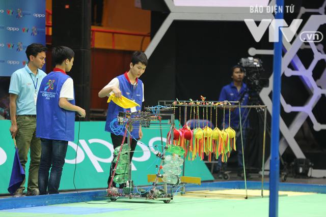 Robocon Việt Nam 2018: Nhiều kỷ lục được xác lập trong ngày thi đấu đầu tiên - Ảnh 24.