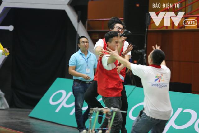 Robocon Việt Nam 2018: Nhiều kỷ lục được xác lập trong ngày thi đấu đầu tiên - Ảnh 28.