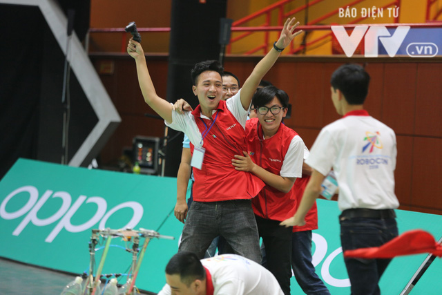 Robocon Việt Nam 2018: Nhiều kỷ lục được xác lập trong ngày thi đấu đầu tiên - Ảnh 30.