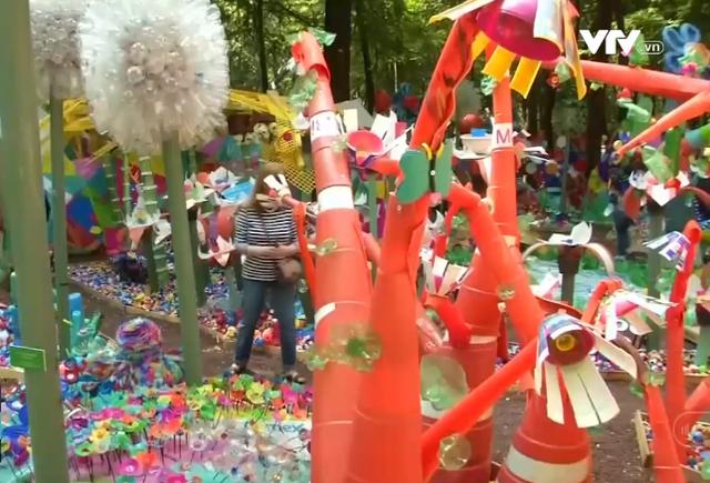 Khu vườn đặc biệt được làm bằng nhựa ở Mexico - Ảnh 1.