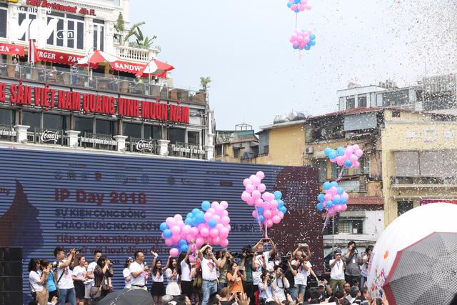 """Hàng nghìn người tiếp sức mở """"Quả cầu năng lượng"""" trong ngày IP Day 2018 - Ảnh 13."""