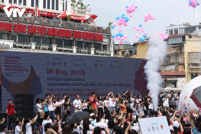"""Hàng nghìn người tiếp sức mở """"Quả cầu năng lượng"""" trong ngày IP Day 2018 - Ảnh 14."""