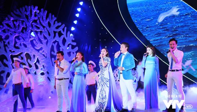 Những hình ảnh ấn tượng đêm Chung kết Hoa hậu Biển Việt Nam toàn cầu 2018 - Ảnh 1.