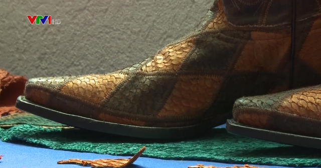 Làm giày từ da cá ở Mexico - Ảnh 1.