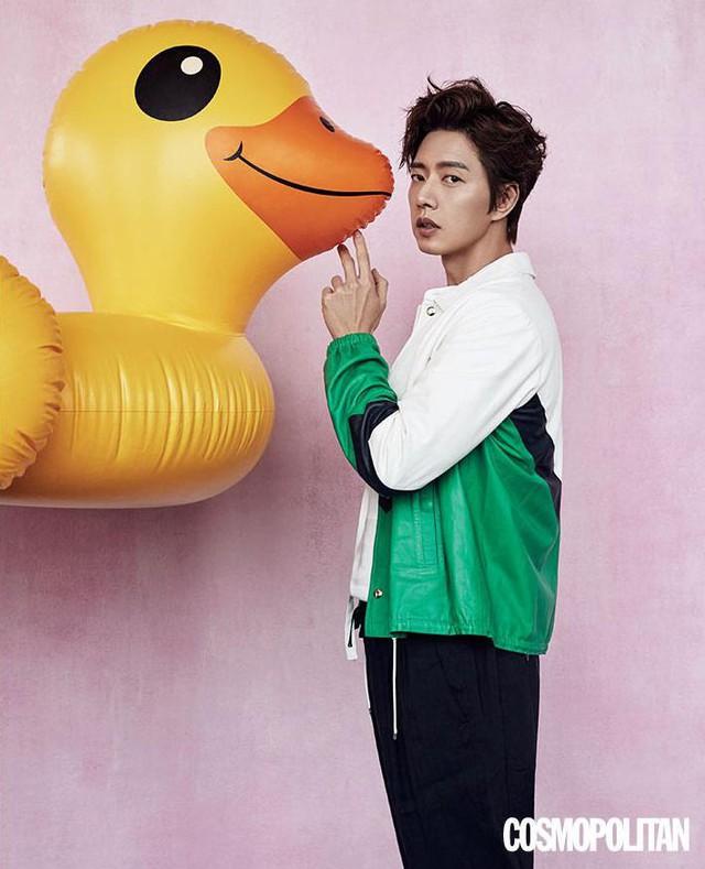 Park Hae Jin và Yoo Ah In đọ độ lạnh lùng trên tạp chí - Ảnh 1.