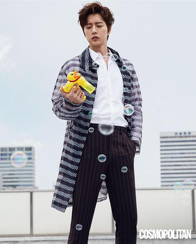 Park Hae Jin và Yoo Ah In đọ độ lạnh lùng trên tạp chí - Ảnh 2.