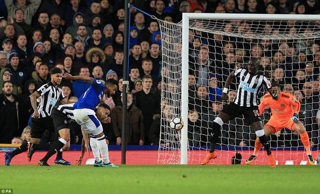 Kết quả bóng đá sáng 24/4: Everton thắng sát nút, Levante ngược dòng thành công - Ảnh 2.