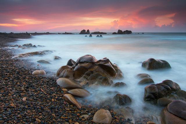 Bãi đá nhiều màu nhất Việt Nam - Ảnh 3.