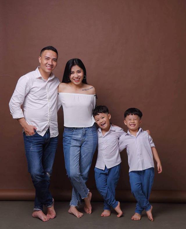 MC Hoàng Linh khoe bộ ảnh gia đình cực đáng yêu - Ảnh 1.