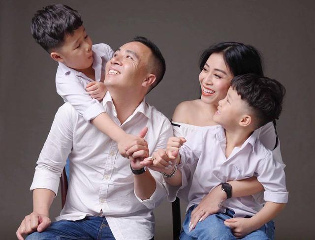 MC Hoàng Linh khoe bộ ảnh gia đình cực đáng yêu - Ảnh 3.