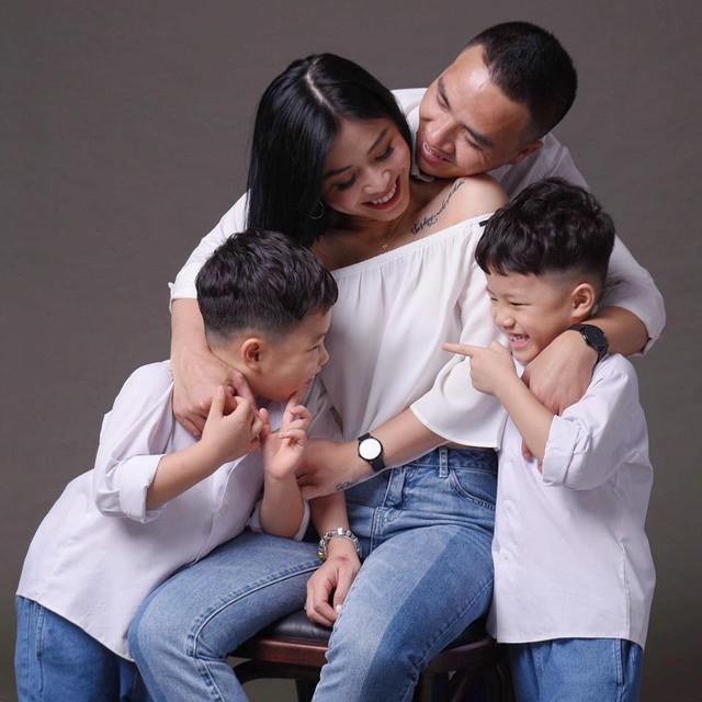 MC Hoàng Linh khoe bộ ảnh gia đình cực đáng yêu - Ảnh 15.