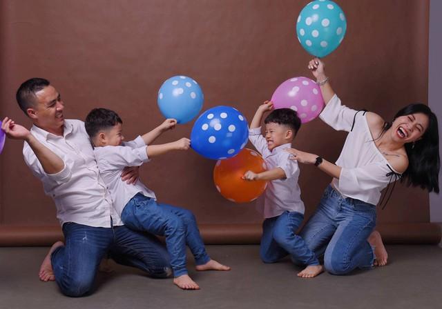 MC Hoàng Linh khoe bộ ảnh gia đình cực đáng yêu - Ảnh 16.