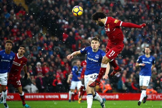 Lịch trực tiếp bóng đá Ngoại hạng Anh vòng 33: Derby Manchester chốt hạ ngôi vương? - Ảnh 1.