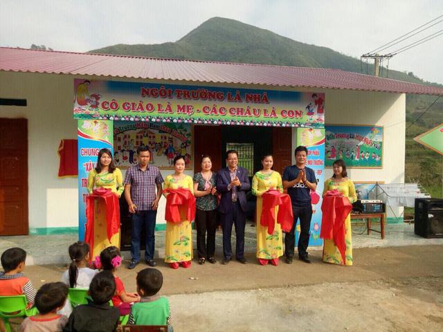 NSND Trần Nhượng và các nghệ sỹ trao tặng điểm trường mầm non tại Hà Giang - Ảnh 1.