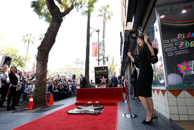 Wonder Woman Lynda Carter được vinh danh trên Đại lộ danh vọng - Ảnh 2.