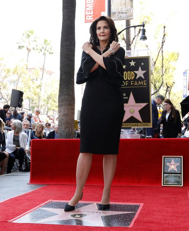 Wonder Woman Lynda Carter được vinh danh trên Đại lộ danh vọng - Ảnh 1.