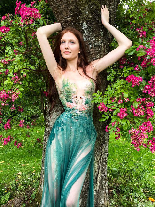 Những chiếc váy độc nhất vô nhị của nữ thiết kế người Pháp - Ảnh 4.