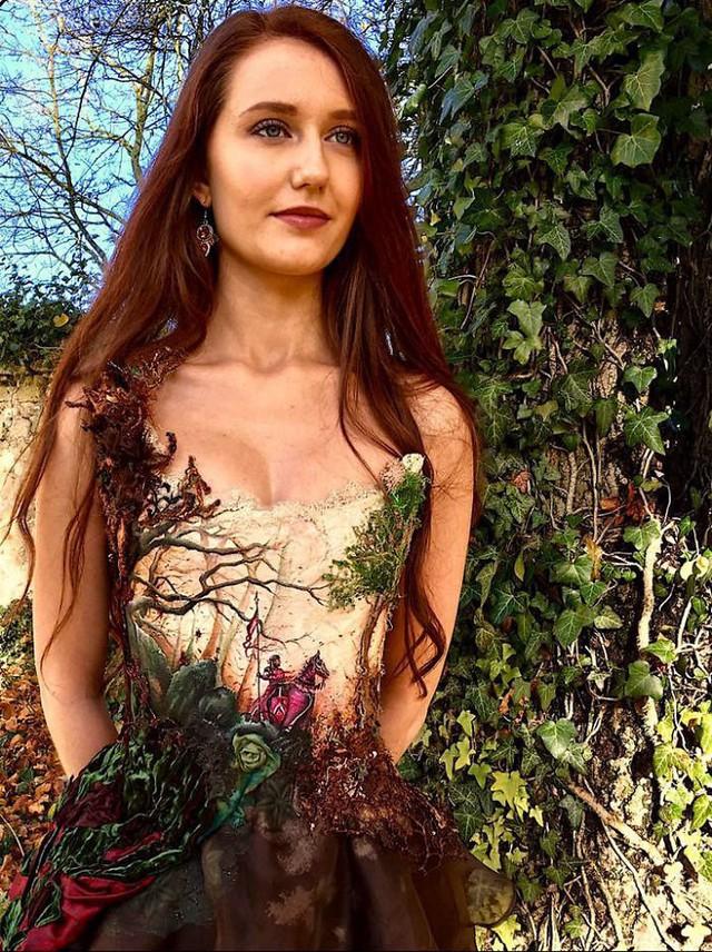 Những chiếc váy độc nhất vô nhị của nữ thiết kế người Pháp - Ảnh 2.