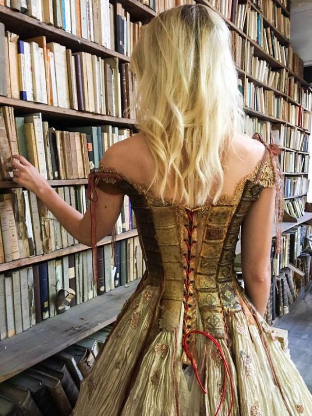 Những chiếc váy độc nhất vô nhị của nữ thiết kế người Pháp - Ảnh 15.