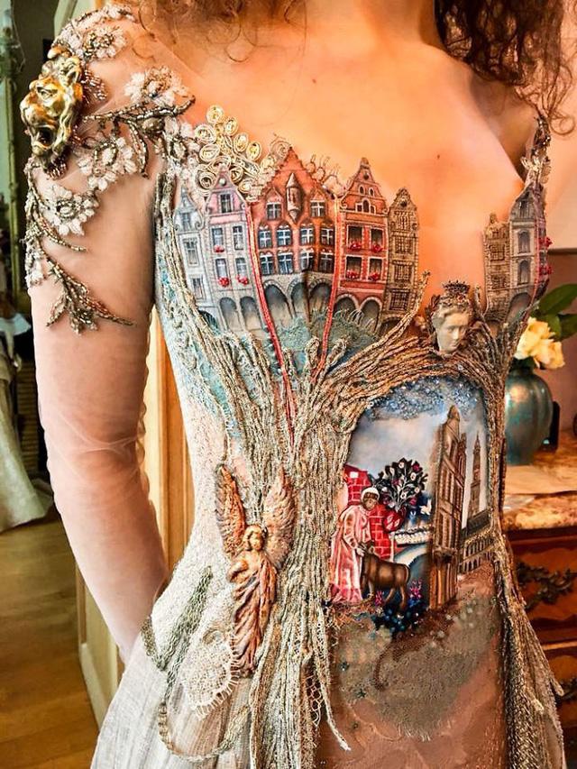 Những chiếc váy độc nhất vô nhị của nữ thiết kế người Pháp - Ảnh 14.