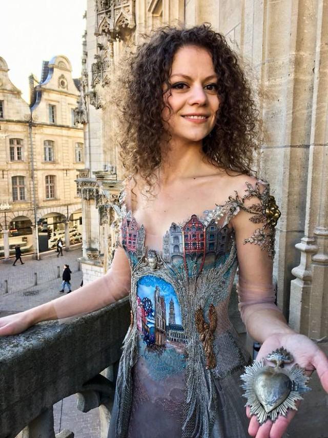 Những chiếc váy độc nhất vô nhị của nữ thiết kế người Pháp - Ảnh 13.