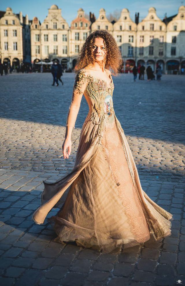 Những chiếc váy độc nhất vô nhị của nữ thiết kế người Pháp - Ảnh 12.