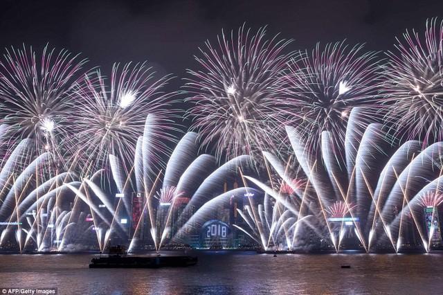 Những hình ảnh tuyệt đẹp tại các quốc gia chào đón năm mới 2018 - Ảnh 3.