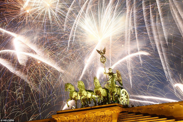 Những hình ảnh tuyệt đẹp tại các quốc gia chào đón năm mới 2018 - Ảnh 7.