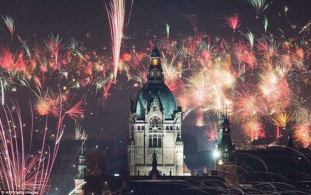 Những hình ảnh tuyệt đẹp tại các quốc gia chào đón năm mới 2018 - Ảnh 8.