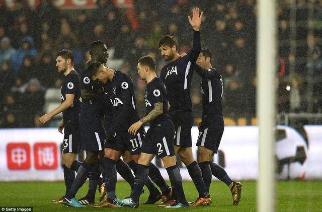 Kết quả bóng đá quốc tế rạng sáng 3/1: Man City trở lại mạch thắng, tái lập khoảng cách 15 điểm với Man Utd - Ảnh 3.