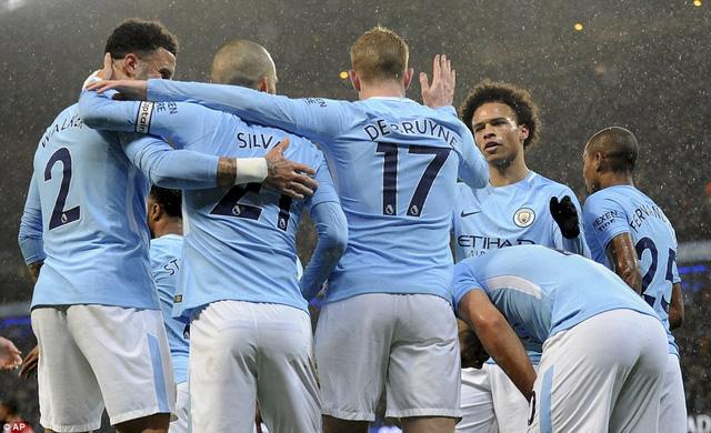Kết quả bóng đá quốc tế rạng sáng 3/1: Man City trở lại mạch thắng, tái lập khoảng cách 15 điểm với Man Utd - Ảnh 1.