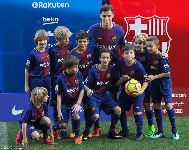 CHÍNH THỨC: Coutinho ra mắt CLB mới, Barcelona - Ảnh 1.
