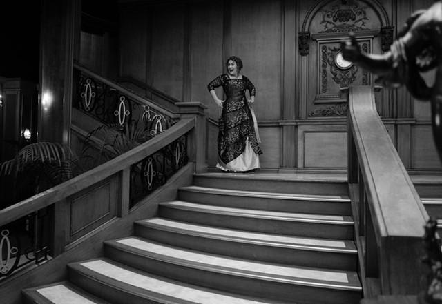 Adele mừng tuổi 30 theo phong cách phim Titanic - Ảnh 1.