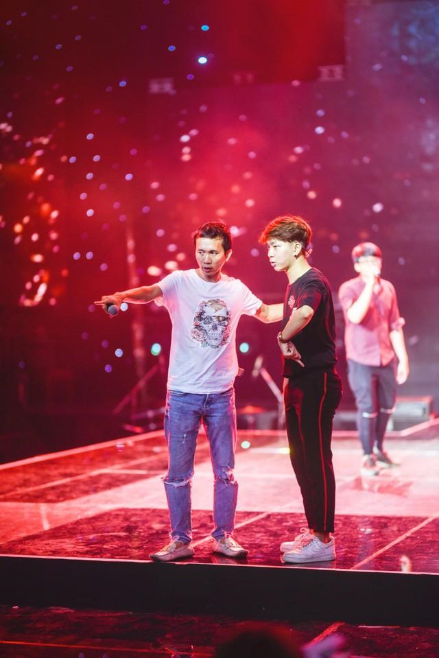 Chung kết Sing My Song: Học trò Lê Minh Sơn cõng chồng lên sân khấu - Ảnh 9.