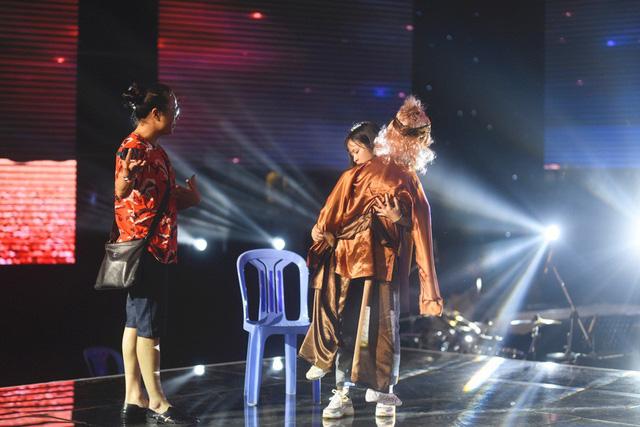 Chung kết Sing My Song: Học trò Lê Minh Sơn cõng chồng lên sân khấu - Ảnh 6.