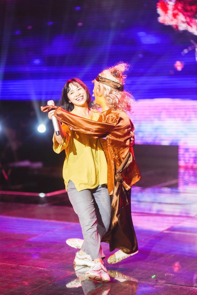 Chung kết Sing My Song: Học trò Lê Minh Sơn cõng chồng lên sân khấu - Ảnh 4.