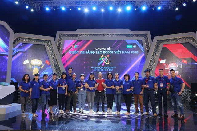 """Đây chính là những người """"cầm cân nảy mực"""" tại VCK Robocon Việt Nam 2018 - Ảnh 9."""