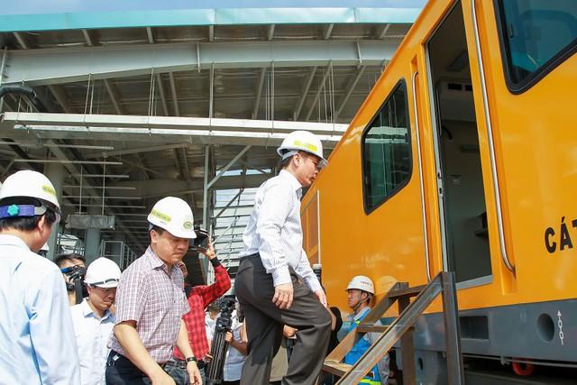 Hình ảnh chạy thử tàu trên tuyến đường sắt trên cao Cát Linh - Hà Đông  - Ảnh 1.