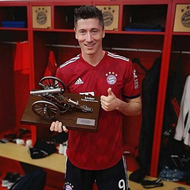 Ảnh: Bayern Munich ăn mừng chức vô địch Bundesliga 2017/18 - Ảnh 5.
