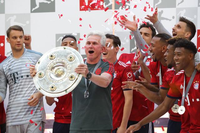 Ảnh: Bayern Munich ăn mừng chức vô địch Bundesliga 2017/18 - Ảnh 3.