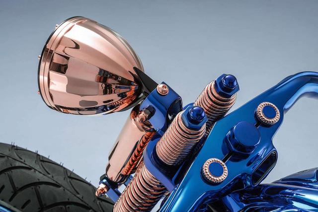 Ngắm chiếc Harley Davidson mạ vàng và kim cương đắt giá nhất thế giới - Ảnh 4.