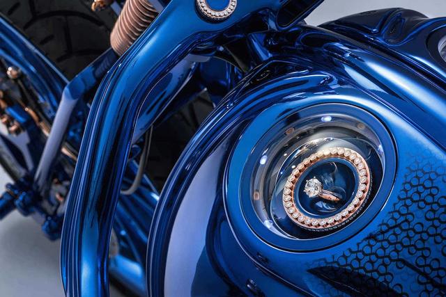 Ngắm chiếc Harley Davidson mạ vàng và kim cương đắt giá nhất thế giới - Ảnh 6.