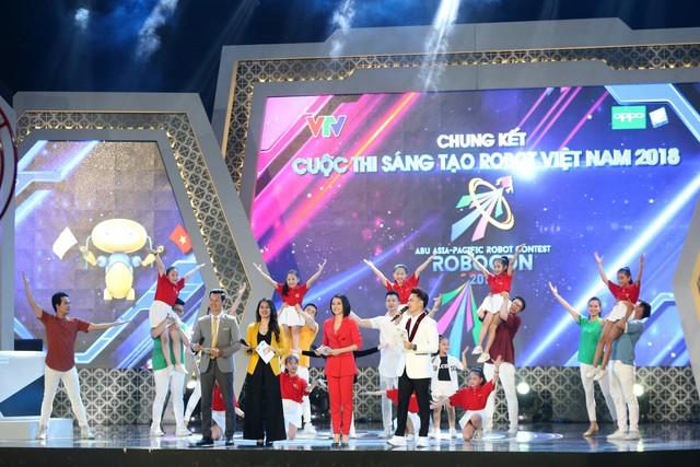 Bất chấp vất vả, MC Hồng Nhung vẫn đồng hành cùng VCK Robocon Việt Nam 2018 - Ảnh 2.