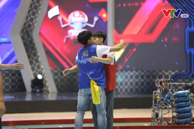 VCK Robocon Việt Nam: Đội chiến thắng mang theo hy vọng của những đội dừng bước - Ảnh 8.