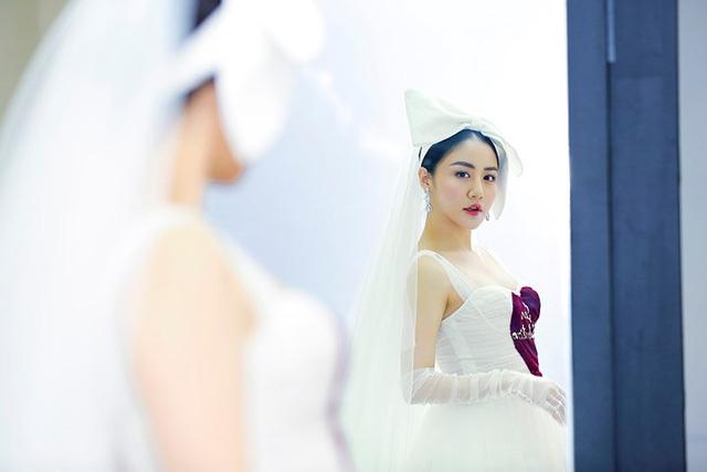 Văn Mai Hương mặc váy cưới, hóa cô dâu xinh đẹp trên truyền hình - Ảnh 1.