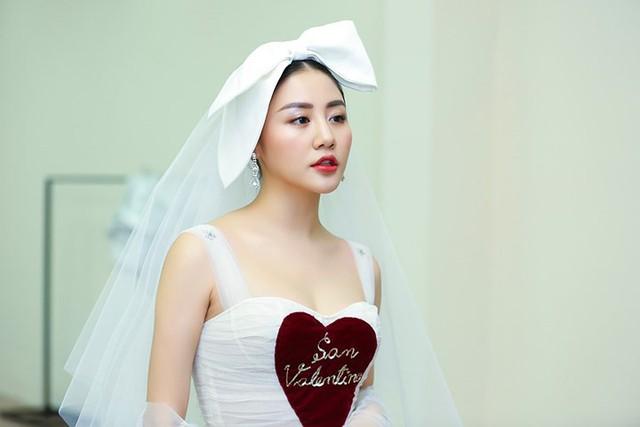 Văn Mai Hương mặc váy cưới, hóa cô dâu xinh đẹp trên truyền hình - Ảnh 2.
